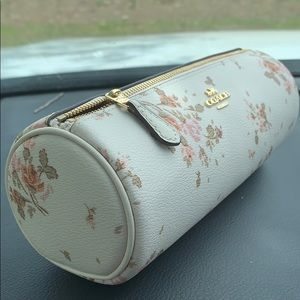 COACH MAKEUP BRUSH HOLDER WITH ROSE BOUQUET PRINT